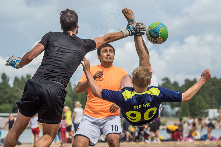 beach_football_bicycle_kick-3