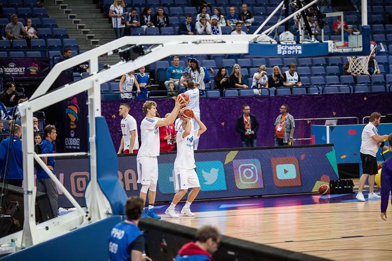 lauri_markkanen_sasu_salin_eurobasket2017