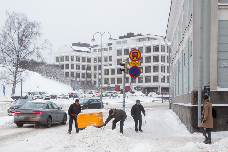 postal_delivery_snow_chaos